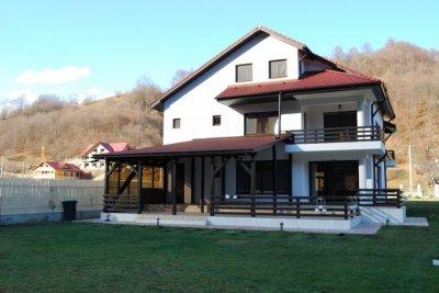 Cazare moldova 2017 hoteluri vile pensiuni moldova for Casa moderna in moldova